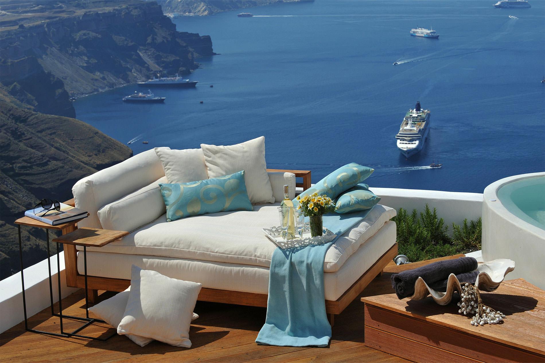 Уютные террасы с прекрасным видом - легкий декор.
